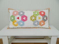 s.o.t.a.k handmade: cupcakes pillow