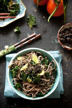 black sesame soba noodles w/ crispy kale