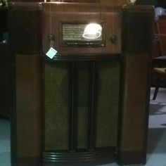 Cool old vintage / retro radio :)