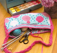 Bubblegum knit bag