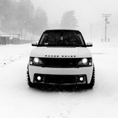 Range Rover in the snow