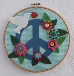Embroidery hoop Peace symbol - Bastidor madera con símbolo de la Paz