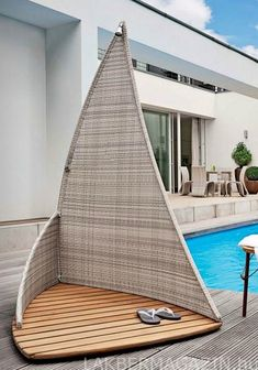 very cool outdoor sailing shower !!