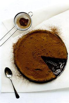 A Flourless Chocolate Ganache Cake