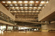 Edifício da Faculdade de Arquitetura e Urbanismo da USP, projeto de João Batista Vilanova Artigas