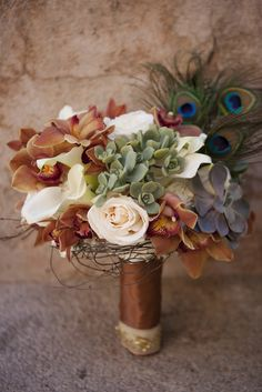 Brown and peacock feather bridal bouquet - so different!  Perfect for fall wedding.  #bridal #bouquet #autumn