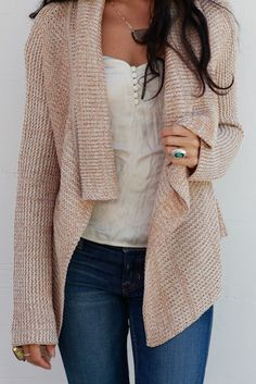 knitted cardigan, white blouse, and a pair of blue jeans make a cute and comfy fall outfit