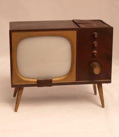 TV Salt and Pepper Shakers! #vintage
