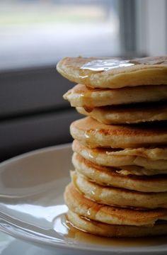basic fluffy buttermilk pancakes