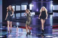 """Ladies from #TeamAdam and #TeamBlake performing """"Peace of Mind."""" #Playoffs #TheVoice"""
