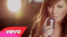 Big Booming Voice- Kelly Clarkson sings it all!