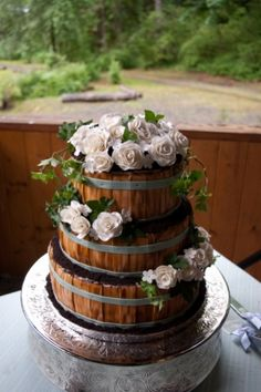 Country wedding cake, Captured Essence photography ( I am not crazy about roses but love the idea of the sides