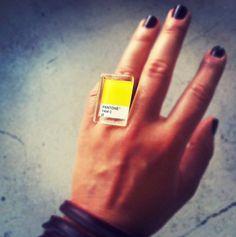 Pantone ring