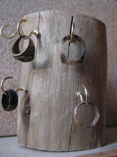 diy. wood ring holder. (use a pretty piece of driftwood)