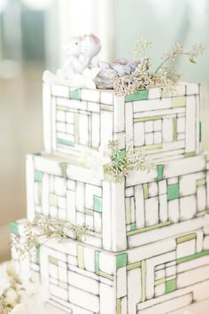 Modern mint and white wedding cake (1314 Studio)
