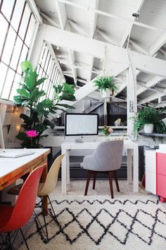 Design Love Fest | Beautiful Workspace w/ White Walls, Plants, and Lots of Light