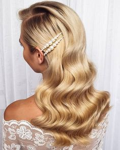 Moja piękna @paulinarydel   Chcecie tutorial do takich fal?  -------------------------------------------------- #longhairgoals #weddingdayready #oldhollywoodhair #hollywoodwaves #hairwaves #longhairlove #hairlovers #classyhair #hairstylistsofinstagram #hairstyleoftheday #hairstyles_ideas__ #hairstyle #hairdressermagic #hairdressersofinsta #bridalgoals #bridalhairstylist #bridalhairinspo #bridalglam #hairglam #glamourhair #bridalhairideas #fale #długiewłosy #fryzury #fryzurywroclaw #fryzuryślubne