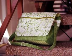 Love this bag - zipper pocket in the middle, room enough for notebooks, iPad, knitting. Pattern $9.00