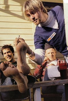 23 Sep 1990 Seattle, WA, US --- Krist Novoselic and Kurt Cobain with Dan Peters at Shelli's house (Krist's wife)