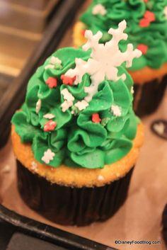 Vanilla Cupcake with Vanilla Icing and Snowflake at Main Street Bakery, Disney World, Orlando, Florida #Disney #DisneyWorld #WDW #WaltDisneyWorld #ThemeParkFood #Cupcakes