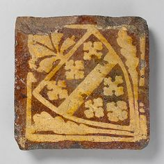 Two-Colored Tile with Arms of the Beauchamp Family mediev tile, beauchamp famili