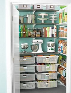 Awesome pantry- all I need is a walk-in pantry *sigh*