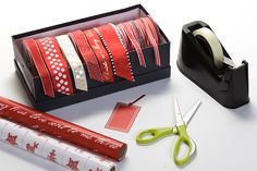 Tara Dennis - Get your ribbons organised - See how to create an easy-use ribbon dispenser box for free