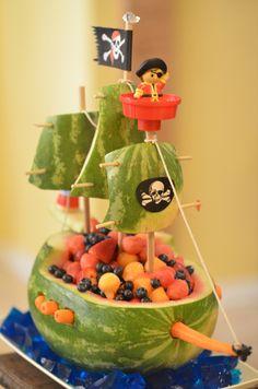 pirate ship watermelon, watermelon ship, boy birthday food, watermelon pirate ship, pirat ship, lego pirate ship, parti, birthday foods, birthday food ideas