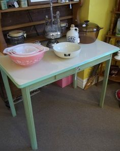 Great Enamel Top Table. I really want this table!