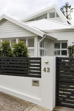 Love this entrance design / front yard privacy fence