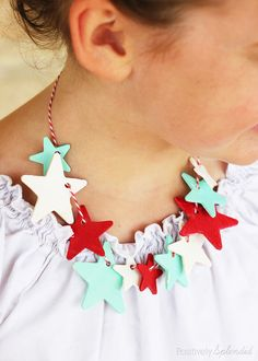 Patriotic glow-in-the-dark star necklace craft. Perfect for July 4th! #thebigbling jewelry crafts, necklac craft, glowinthedark star, star necklac, kid