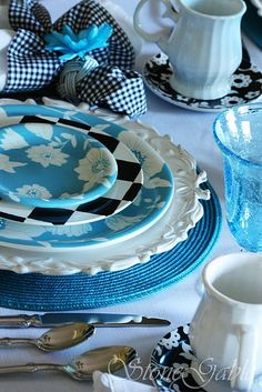 beautiful blue, white & black tablescape