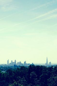 Humid with hazy sunshine across the city of #London 23°C | 73°F #BurberryWeather