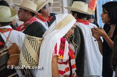 Video Grabado a principios de este año en la guelaguetza de la colonia del Maestro, Huajuapan de León, Oax.…... Encuentra mas fotos en FotoPex.com