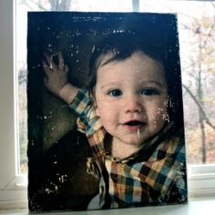 A step by step tutorial for making your own photo canvas. A great gift for the holidays!