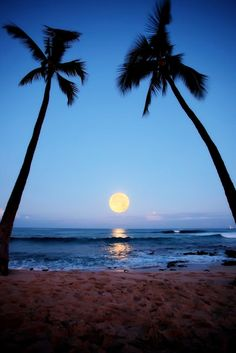 Super Moonset Kailua Kona, Hawaii