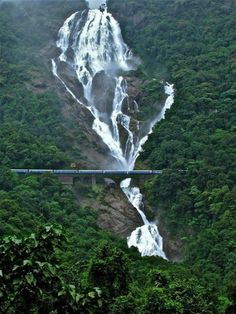 #Amaravathi #Express passing through #Dudhsagar_Falls, #India. #falls #amazing_falls #hd_wallpaper #train #wallpaper. http://www.alliswall.com/