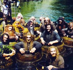 "Behind the scenes of ""The Hobbit"" : I'm in LOVE with this picture! I swear it's my group of friends"