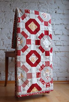 gorgeous!!! broken wheel on point.  just added to the 2012 quilt list lieblingsdecke