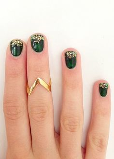 green and gold manicure // nail inspo