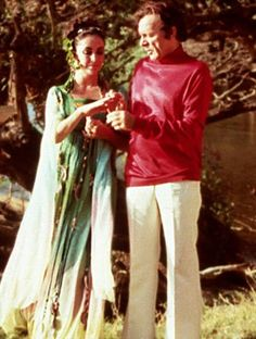 Wedding #6: Richard Burton, 1975-1976  For their second wedding Liz and Dick tied the knot in Kasane Botswana. Taylor donned a non-traditional flowing green dress and Burton dressed in a casual turtleneck and slacks.