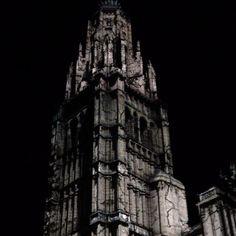 La Catedral se derrumba. Impresionante Lux El Greco. Hoy es el último día, así que si tenéis oportunidad de verlo, no os lo perdáis. #toledo #toletum #toledoturismo #luxgreco #spain #españa #estaes_castillamancha #estaes_espania