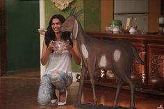 Deepika Padukone gets a shagun ki pappi but this time not from Kapil Sharma's dadi!   #ArjunKapoor  #DeepikaPadukone