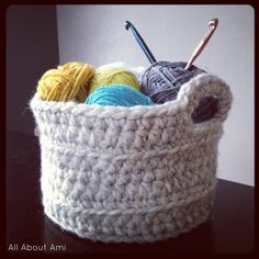 Chunky crocheted basket. Free pattern.
