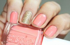 One accent sparkle nail ups your game from classic to classy.
