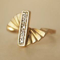 Art Deco Diamond & Gold Fan Ring.