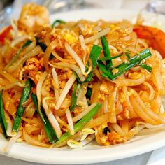 Quick Chicken Pad Thai Recipe...replace noodles with konjac & leave out the sugar :) - THM