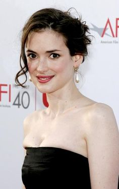 Winona Ryder pearl drop earrings