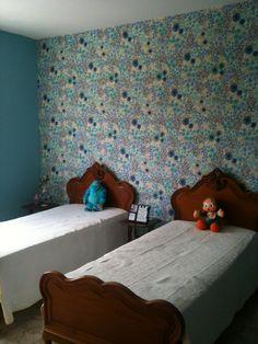 Tecido na parede do quarto