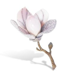 A RARE CONCH PEARL, COLOURED DIAMOND AND DIAMOND BROOCH, BY ETCETERA. magnolia blossom (flower and floral jewelry)